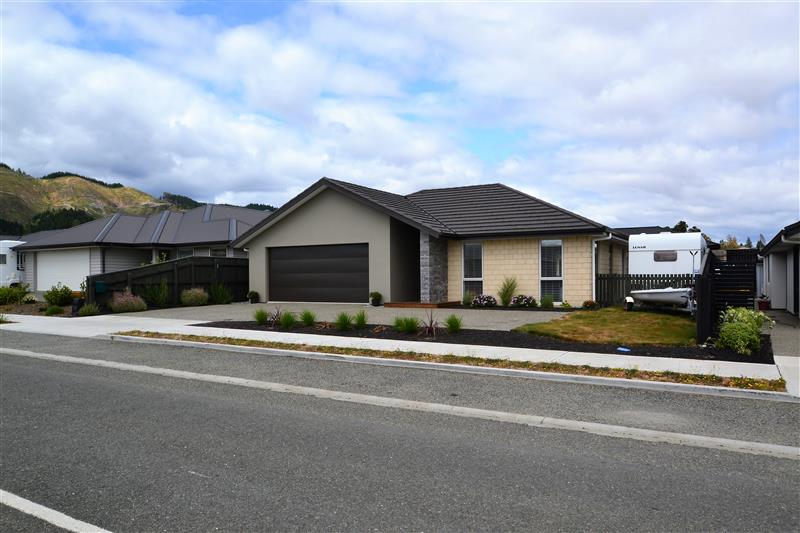 Modern 3 bedroom, 2 bathroom family home in Richmond school zone